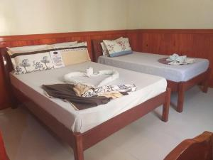 A bed or beds in a room at Garnet Hotel