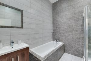 A bathroom at 3 Rodney Street