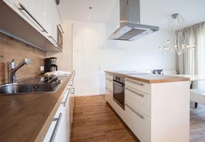 Een keuken of kitchenette bij Apartments Drei Türme