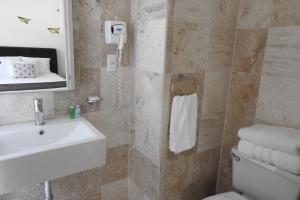 Un baño de Suites Havre