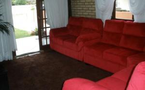 A seating area at Casa com Piscina em Morrinhos/ Bombinhas -SC