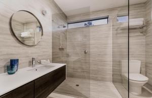 A bathroom at Brighton Savoy Hotel