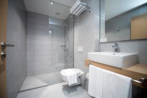 A bathroom at City Inn