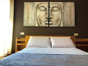 A bed or beds in a room at Villa Ocean Beach