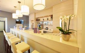 De lounge of bar bij GHOTEL hotel & living Koblenz