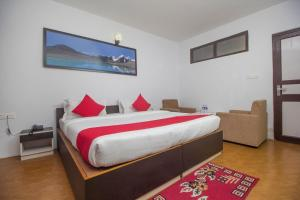 A bed or beds in a room at OYO 28066 Namsey Hotel & Lounge