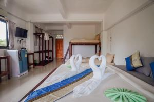 A bed or beds in a room at Paradise Bungalows