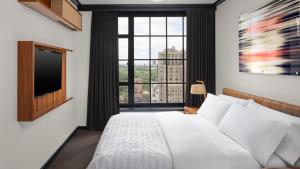A bed or beds in a room at Le Meridien New York, Central Park