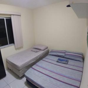 A bed or beds in a room at Apartamento a 150 mts da praia