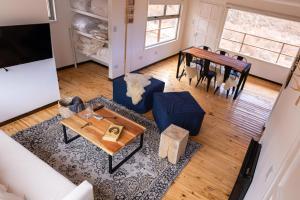 Un lugar para sentarse en Complejo Odella Casas de Montaña