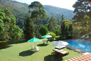 A view of the pool at Pousada Quinta dos Pássaros or nearby