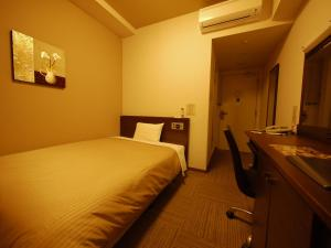 A bed or beds in a room at Hotel Route-Inn Seki