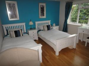 A bed or beds in a room at The Oaks Guest House