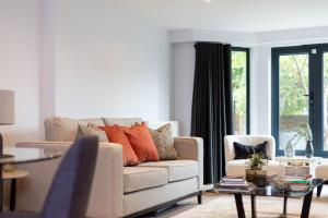 A seating area at The Carlyle - Stunning Serviced Apartments