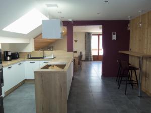 A kitchen or kitchenette at Chalet Prestige Beausoleil - Vue Panoramique