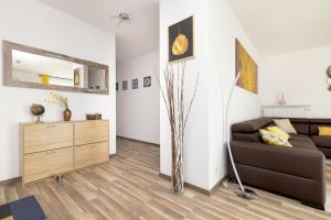 A kitchen or kitchenette at Warsaw Airport 3-Bedroom Apartment