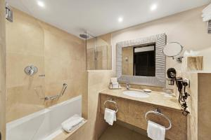 Ett badrum på Barceló Aruba - All Inclusive