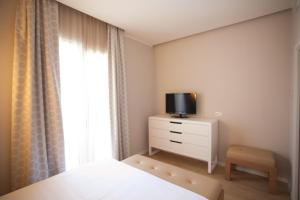 A television and/or entertainment center at Oxygen Lifestyle Hotel/Helvetia Parco