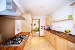 A kitchen or kitchenette at Staycity Aparthotels West End