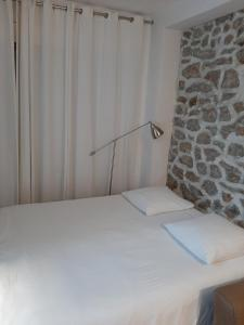 A bed or beds in a room at Villa des iris