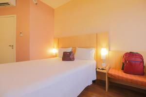 A bed or beds in a room at Ibis Montes Claros Shopping
