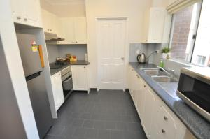 A kitchen or kitchenette at Parramatta Self-Contained Two-Bedroom Apartment (4LEN)