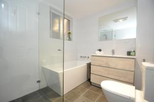 A bathroom at Parramatta Self-Contained Two-Bedroom Apartment (4LEN)