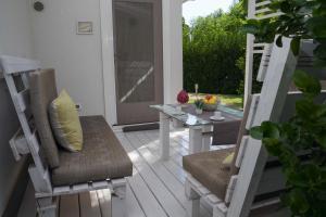 Een zitgedeelte bij Villa Lucy