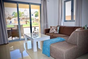 Uma área de estar em Sirena Resort