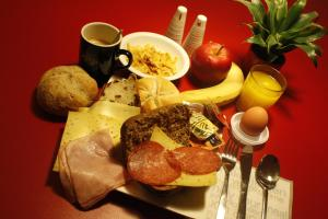 Breakfast options available to guests at Bud Gett Hostels