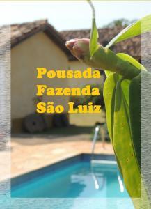 The swimming pool at or near Pousada Fazenda São Luiz