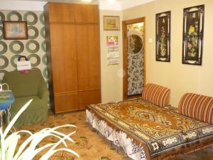 A bed or beds in a room at Apartment on Lensoveta