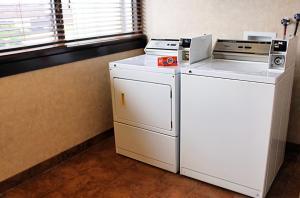 A kitchen or kitchenette at Best Western Plus Capitol Ridge