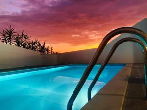 The swimming pool at or close to Sunset Paradise