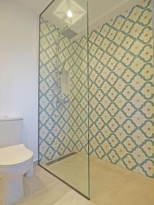 A bathroom at Little Iremia