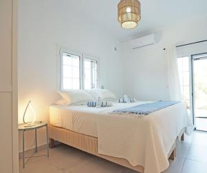 A bed or beds in a room at Little Iremia