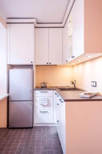 A kitchen or kitchenette at Jaani Apartment