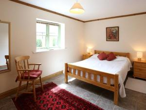 A bed or beds in a room at The Ostlers
