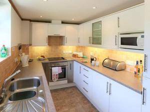 A kitchen or kitchenette at The Bran House
