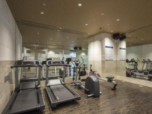 The fitness center and/or fitness facilities at APA Hotel & Resort Yokohama Bay Tower