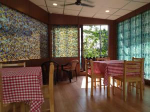 A restaurant or other place to eat at Kevins Homestay