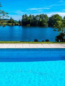 Het zwembad bij of vlak bij Chez Jan et Nicole