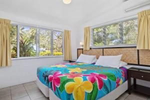 A bed or beds in a room at Palm Grove