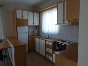 A kitchen or kitchenette at Ifigeneia