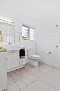 A bathroom at Palm Grove