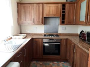 A kitchen or kitchenette at North London home away from home