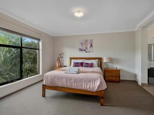 A bed or beds in a room at Bundalong on Clarke St