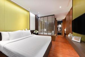 A bed or beds in a room at Amanta Hotel & Residence Ratchada