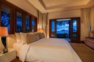 Ein Bett oder Betten in einem Zimmer der Unterkunft Villa Macaque and Villa Languor