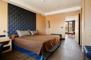 A bed or beds in a room at Hotel Pedro I De Aragon